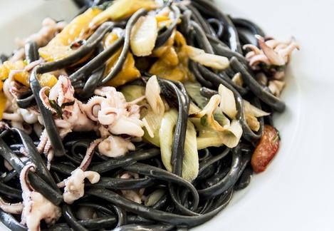 svart pasta innehåll