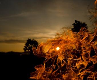 grill och eld en sommarnatt
