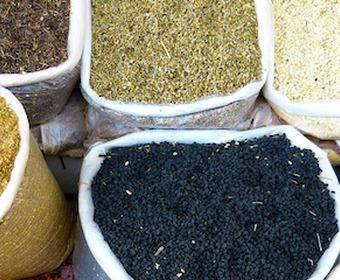 kryddor på marknad