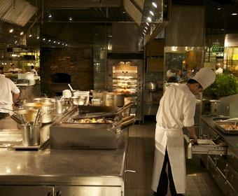 Proffskockar i restaurangkök