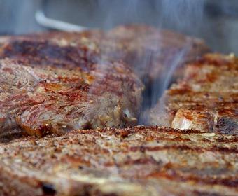 Köttbitar på grill