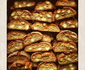 biscotti, italienska skorpor på hög